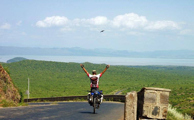 Inspirujący podróżnicy #002: Rowerem przez świat