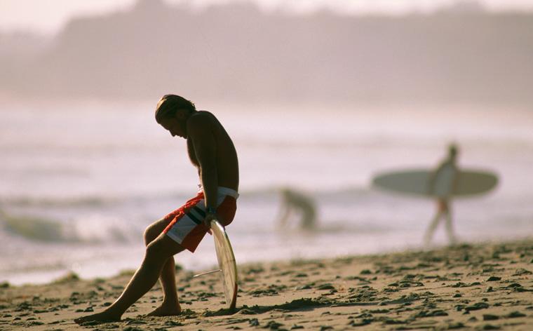 Wakacje na fali: najlepsze miejsca do surfowania