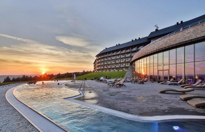 Całoroczny basen zewnętrzny Hotelu ARŁAMÓW