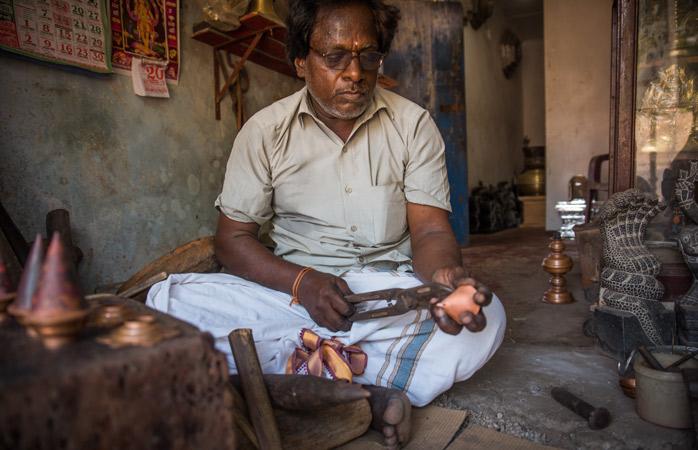 Rzemieślnik w swoim warsztacie w Dżafnie