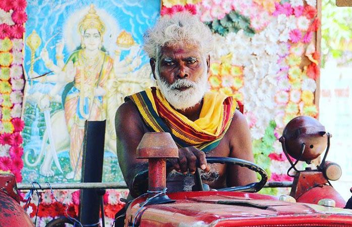 Mieszkaniec północy podczas święta hinduistycznego